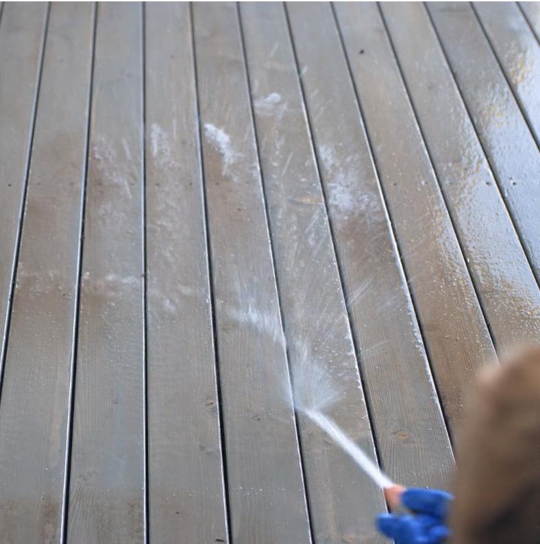 Terrasse som blir vasket