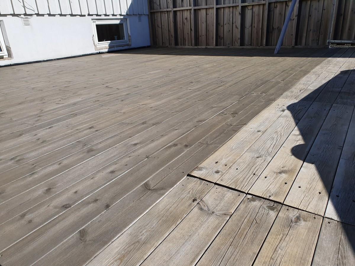 Terrasse av tre resultat etter beising