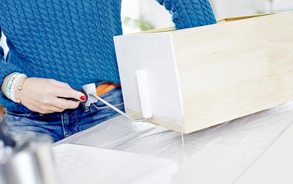 Maling av en hylle ved bruk av en malerull