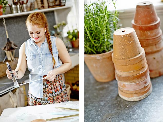 Forberedelser til å male krukke ved å rengjøre terrakottakrukker